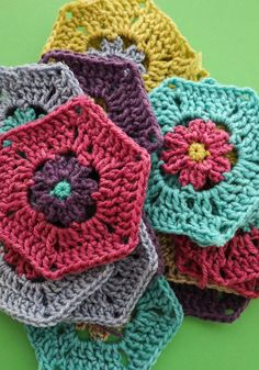 A colourful crochet Christmas stocking made from floral hexagon motifs. Uses one roll of Bernat Pop yarn cake or similar. Hexagon Crochet Pattern, Crochet Hexagon Blanket, Granny Square Pattern Free, Crochet Squares, Crochet Blanket Patterns, Crochet Motif, Crochet Yarn, Crochet Stitches, Granny Squares