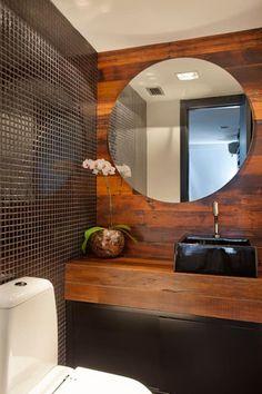 Cobertura Barra: Banheiros modernos por ASP Arquitetura Modern Bathroom Decor, Bathroom Colors, Home Decor Kitchen, Bathroom Interior, Bathroom Designs, Wood Bathtub, Wood Bathroom, Next Bathroom, Beautiful Interiors