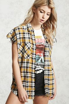 A woven shirt featuring an allover plaid pattern, a basic collar, button front closures, chest patch pockets, sleeveless cut, a center-back pleat, a high-low dolphin hem with a frayed trim, and an oversized fit.