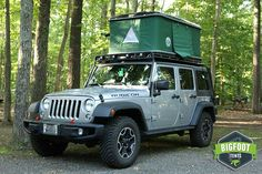 Jeep Hard Shell Roof Top Tent - Explorer Series is made for your best days in tough conditions. From on the trail or the beach this Jeep Hard Shell Roof Top Tent - Explorer Series will take you there. Tp Tent, Car Top Tent, Roof Top Tent, Truck Roof Rack, Beach Watch, Jeep Camping, Cool Tents, Jeep Accessories, Jeep Life