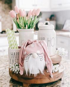 There are a number of DIY Spring decor ideas that are available. This type of decorating is fun and one of the most popular styles this season. Spring Kitchen Decor, Spring Home Decor, Spring Decorations, Mosaic Diy, Mosaic Crafts, Easter Crafts, Crafts For Kids, Easter Decor, Easter Ideas