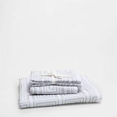 GEOMETRIC JACQUARD TOWEL - Towels & Bathrobes - Bathroom | Zara Home Italia
