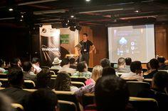Plateia assiste à apresentação de Alessandro Fonseca, Gerente de Contas da Adobe, sobre o Adobe DPS. Foto: Patrícia Bruni.