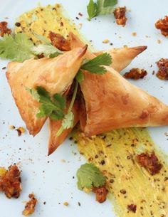 Sweet potato samosas, spiced apple chutney and curried mayo Side Recipes, Veggie Recipes, Indian Food Recipes, Vegetarian Recipes, Ethnic Recipes, Vegetarian Cooking, Fall Recipes, Dessert Recipes, Desserts
