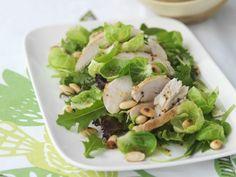 Salat aus Rosenkohl mit Hähnchenbrust und Pinienkernen ist ein Rezept mit frischen Zutaten aus der Kategorie Hähnchen. Probieren Sie dieses und weitere Rezepte von EAT SMARTER!