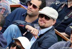 Leonardo DiCaprio: Roland Garros, he replaces the models for his friends and his mom! Leonardo Dicaprio Photos, Mannequins, Matcha, Mens Sunglasses, Mom, Pictures, Style, Models, Friends