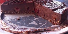 Raw chocolate and raspberry cake. Dieet-proof