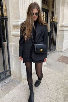20 Ways To Wear an Oversized Blazer If You Love Short Skirts and Dresses - Outfi. 20 Ways To Wear an Oversized Blazer If You Love Short Skirts and Dresses - Outfitting Ideas - FASHION Trend Fashion, Fashion 2020, Look Fashion, Winter Fashion, Woman Fashion, Fashion Ideas, All Black Fashion, Fashion Tips, Fashion Hacks