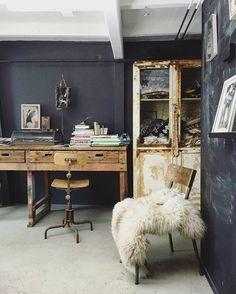 En we zijn weer los! In het atelier van @chaosneverending #groningen #binnenkijken #workspace #art #chaos #work met @hansmossel Missing Link, Creativity, Space, Instagram Posts, Furniture, Home Decor, Atelier, Floor Space, Decoration Home