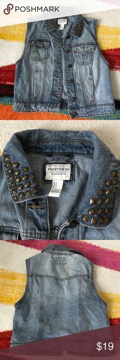 Denim vest size small medium wash studded collar Forever 21 denim vest size small button front small chest pockets Forever 21 Jackets & Coats Vests