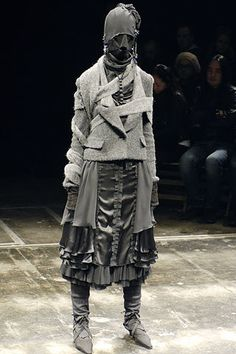 too loud to be pure post-protest, too much trying, still fighting - Undercover by Jun Takahashi, where Hiromichi Ochiai worked prior to Facetasm Dark Fashion, Fashion Art, Runway Fashion, High Fashion, Fashion Show, Fashion Design, Quirky Fashion, Apocalyptic Clothing, Post Apocalyptic Fashion
