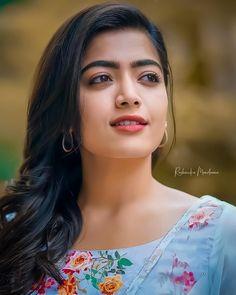 Beautiful Girl Quotes, Beautiful Girl In India, Beautiful Blonde Girl, Beautiful Girl Photo, Stylish Girl Images, Stylish Girl Pic, Cute Beauty, Beauty Full Girl, Beauty Girls