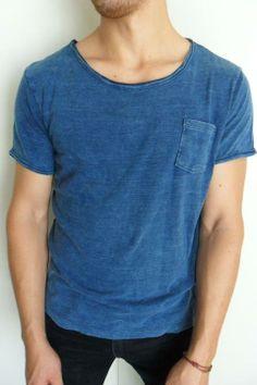 Camisa azul marca OBEY