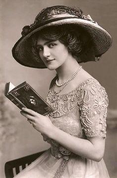 ATRIZ E CANTORA INGLESA LILY ELSIE (FOTO: FLICKR) -Cartão postal de 1900 mostram…