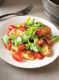 Tomato, Garlic Scape Pesto and Pan-Seared Cheese Salad Kitchen iDeas 🍳 Vegetable Recipes, Vegetarian Recipes, Healthy Recipes, Healthy Food, Garlic Scape Pesto, Ricardo Recipe, Happy Kitchen, Sandwiches For Lunch, Cheese Salad