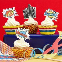 Muffinformen und Muffinpicker Pop Art Superhelden. Wenn es mal kein Geburtstagskuchen werden soll.
