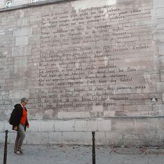 Muro Manuscrito de Paris -  #paris #france #francia #viajeeuropa #igersfrance  #enparis  #paris  #guiaparis  #viajaraparís  #turismoparís  #parisinos  #turismologo  #turistashot  #viajarviajarviajar  #viajemos  #viajerosaviajar  #blogviajes  #viajanteurbano  #viajandoando