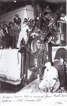 Ascari´s Lancia D50 is recovered from Monte Carlo harbour - 1955 Monaco GP