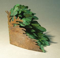 I made a fern book this week. The cover is hammered copper, etched in ferric chloride. I patinaed it with liver of sulfur, brushing with a . Paper Artwork, Cool Artwork, Metal Artwork, Book Art, Book Libros, Popup, Bookbinding Tutorial, Cool Journals, Cool Books