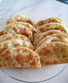 Görüntünün olası içeriği: yiyecek Turkish Recipes, Ethnic Recipes, Salty Foods, Sweet And Salty, Food To Make, Bread, Cooking, Pasta, Recipes