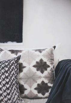 accent pillows with pattern + texture | via Instant Classics in Design ~ Cityhaüs Design