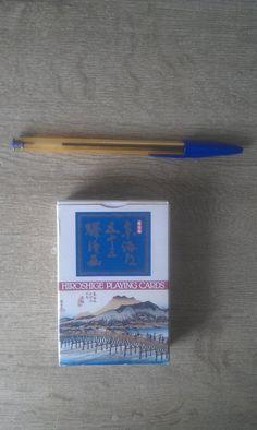 15,00€ · baraja hiroshige  japonesa, · baraja hiroshige  japonesa, valoarada en 25.90 € nueva. 15 euros.  Fotos tipicas del japon antiguo.Utagawa Hiroshige  Utagawa Hiroshige 1797 - 12 de octubre de 1858) era artista japonés del ukiyo-e,   y uno de los grandes artistas pasados en esa tradición.   Los nombres del arte de Ichiyusai Hiroshige y de Ryusai también lo refirió como Ando Hiroshige  Dimensiones: 6,35 x 8,89 cm (tamaño de naipe de póquer).  Naipes semibrillantes, resistentes y fáciles…