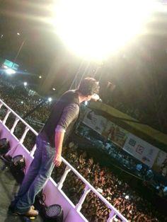 About 2 lakh turn out to see Shah Rukh Khan express sweep Kolkata | PINKVILLA (July 2013)