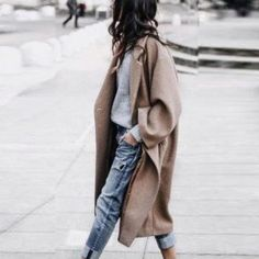 16 Trendy Autumn Street Style Outfits For 2018 - UK : Street style outfits! Trendy street style outfits and outfit ideas to step up your game this autumn. These fall 2018 street style looks are perfect for the streets of London! Street Style Outfits, Looks Street Style, Autumn Street Style, Mode Outfits, Looks Style, Looks Cool, Street Style Fashion, Street Style 2018, Autumn Style