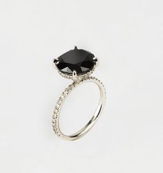 Carrie Bradshaws wedding ring in Sex in the City 2! Patricia Field. Love this ring!