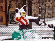 Multimediataiteilija Jemina Staalon portfolio: Niki de Saint-Phalle - osa 2: Talvi tuli Tukkiholmaan Cindy Sherman, Scandinavian Design, Snowman, Saints, Horror, Snowmen, Nordic Design