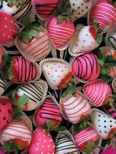 Pink chocolate covered strawberries for baby shower/gender reveal party Fiesta Baby Shower, Baby Shower Parties, Baby Showers, Bridal Shower Snacks, Baby Shower Food For Girl, Baby Shower Desserts, Baby Shower Treats, Bridal Shower Cakes, Food Baby