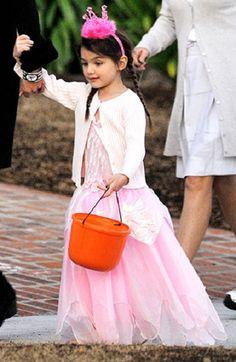 Suri Cruise vestita da principessa per #Halloween #scarypaper  http://paperproject.it/fashion/kids/halloween-dieci-travestimenti-cool-baby-star/