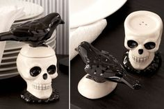 Skull & Crow Salt and Pepper Shakers! Buy them at the Link! Dark Home Decor, Gothic Home Decor, Salt Pepper Shakers, Salt And Pepper, Goth Home, Skull Decor, Gothic House, Skull And Bones, Hallows Eve