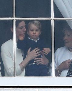 Prince George of Cambridge is held by his nanny Maria Teresa Turrion Borrallo as he waves from the window of Buckingham Palace as he watches the Trooping Tthe Colour on June 2015 in London, England. Prince George Alexander Louis, Prince William And Catherine, Prince And Princess, Princess George, Princess Charlotte, Princess Kate, Kate Middleton, Windsor, Prinz William