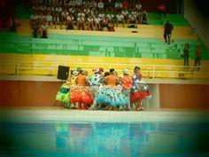 Quadrilhas juninas e alunos da rede pública visitam nadadores olímpicos #globoesporte