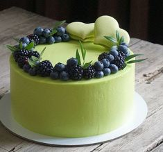 Matcha Icing and fresh berries . cake inspiration- Matcha Icing and fresh berries …. cake inspiration Matcha Icing and fresh berries …. Pretty Cakes, Beautiful Cakes, Amazing Cakes, Beautiful Desserts, Stunningly Beautiful, Food Cakes, Cupcake Cakes, Decoration Patisserie, Blueberry Cake