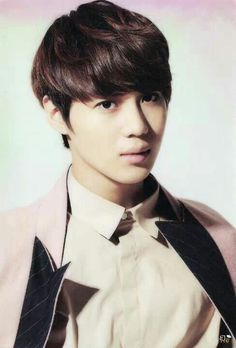 Taemin. His eyes are so big >.