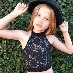 Modelo mirin brasileira Gabi Beckett brasilian model kids foto tumblr cropped de renda guipir chapéu criança