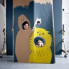 Partydeko für Kinder: Ideen & Tipps A cardboard wall painted with jungle animals using MÅLA colors Party Animals, Animal Party, Jungle Animals, Diy For Kids, Crafts For Kids, Cardboard Crafts, Diy Party Decorations, Childrens Party, Party Photos