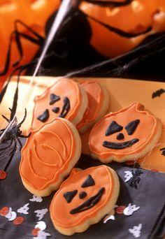 Halloween-Cookies in Kürbisform Halloween Cupcakes, Halloween Food For Party, Halloween Treats, Halloween Diy, Happy Halloween, Food And Drink, Breakfast, Desserts, Disney