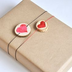 Make this pop-up Valentine's gift wrapping. In Lithuanian language.