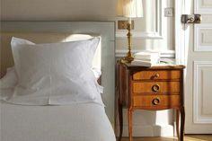 Palau de la Mar hotel. Valencia. España. Las modernas habitaciones de Hospes Palau de la Mar son amplias, con camas de matrimonio que se pueden convertir en individuales. Algunas habitaciones tienen también una sala de estar o una gran cama de matrimonio y vistas al jardín, al patio o a la calle.
