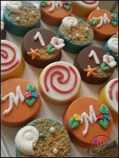 Moana Inspiration Oreos Moana Theme Birthday, Moana Themed Party, Moana Party, Mohana Cake, Festa Moana Baby, Bolo Moana, Chocolate Covered Treats, Oreo Pops, Luau Party