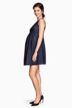 Si vous êtes enceinte ou que vous venez d'accoucher, vous allez devoir changer votre garde-robe... Découvrez notre sélection de tenues pour le printemps !