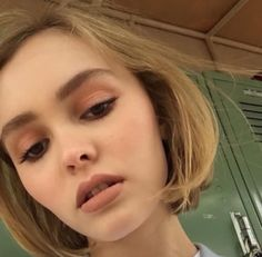 Lily Rose Depp - gorgeous neutral make-up