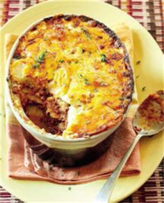 Dié resep is amper soos lasagne, maar pleks van pasta, gebruik jy skywe gaar aartappel. South African Dishes, South African Recipes, Africa Recipes, Mince Dishes, Food Dishes, Savoury Dishes, Mince Recipes, Cooking Recipes, Yummy Recipes