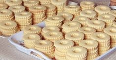 Arabic Food, Beignets, Mini Cupcakes, Eid, Cookie Decorating, Christmas Cookies, Cake Recipes, Biscuits, Deserts
