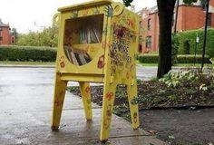 Croque-livres, la lecture à hauteur d'enfants Croque-livres, quèsaco? « L'idée vient du Québec. Ce sont des boîtes à livres, installées dans la rue, à hauteur d'enfants, sur des chemins qu'ils empruntent, décrivent Alban Marellec et Raphaël Mady, deux porteurs de projet présents à la réunion publique consacrée aux bibliothèques de rue, mercredi 2mars, place de la Mairie. Mais ça n'est pas juste une boîte d'échange de livres. C'est un petit monstre qui se nourrit de livres. Les enfants…