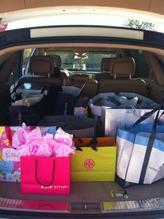 a car full with all these bags at the same time?  ummmm....sure        (via  TumbleOn)