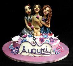 Torta di Violetta e le sue amiche pronte a cantare per un compleanno...